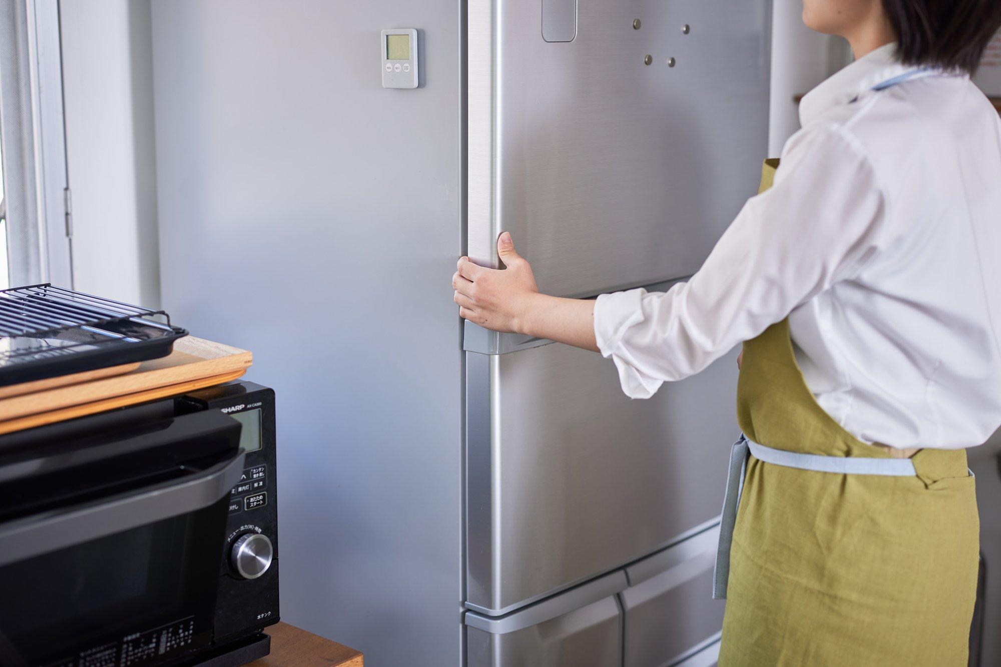 常時挿しているキッチン家電なら背面へ