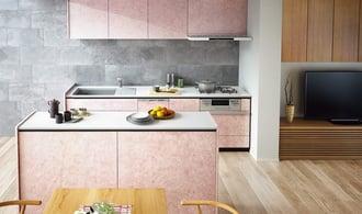 石目調のピンク×ナチュラルなインテリアでモダンな空間