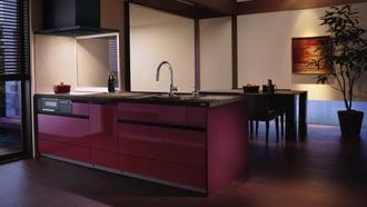 和のテイストに存在感のあるレッド色のキッチン
