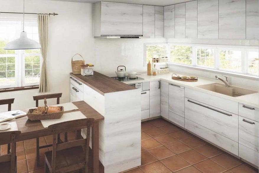カウンターを配置したL型キッチン