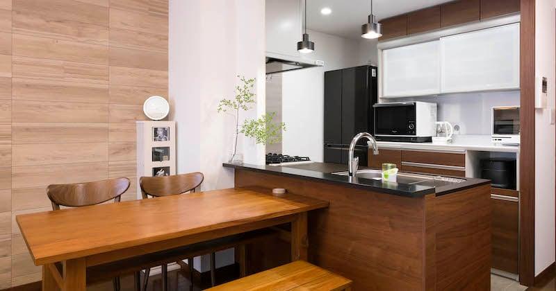 """リビングに溶け込む、""""家具のようなキッチン""""を目指して"""