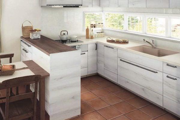 事例2.アンティーク調のL型キッチン