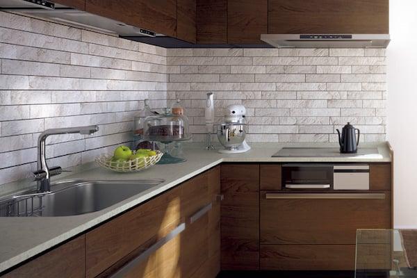壁付け式で、収納スペースを確保