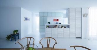 人気の白いキッチンで、広々&明るい空間を実現!