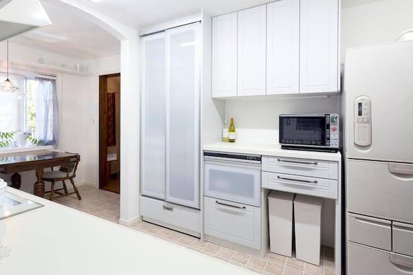 収納力が飛躍的にアップ。隣室にあった食器棚が不要に!