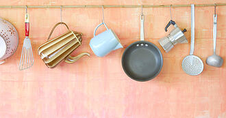 フライパンや鍋が出し入れしやすい!キッチンツールの収納アイデア5選