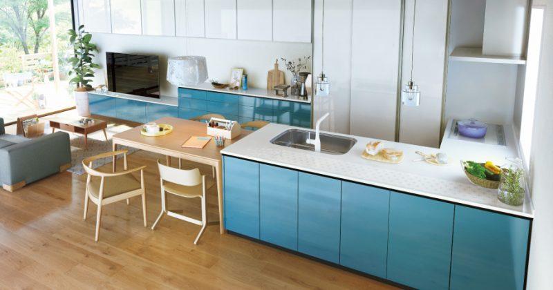 北欧風のリビングにグリーンを効かせた自然志向のキッチン サムネイル画像