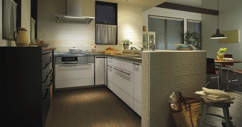 タイルが印象的なカフェ風キッチン サムネイル画像