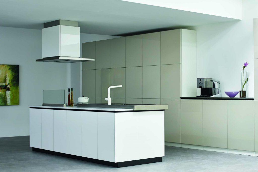 フラット対面式のキッチン空間