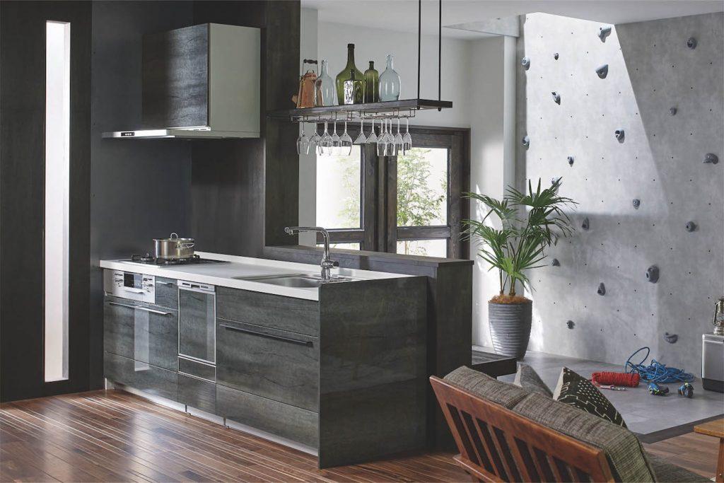 造作対面式のキッチン空間