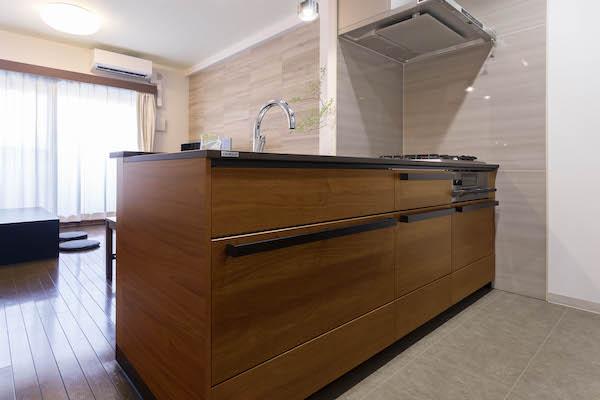 デザイン重視のキッチン空間。全体的な調和を意識した色選び