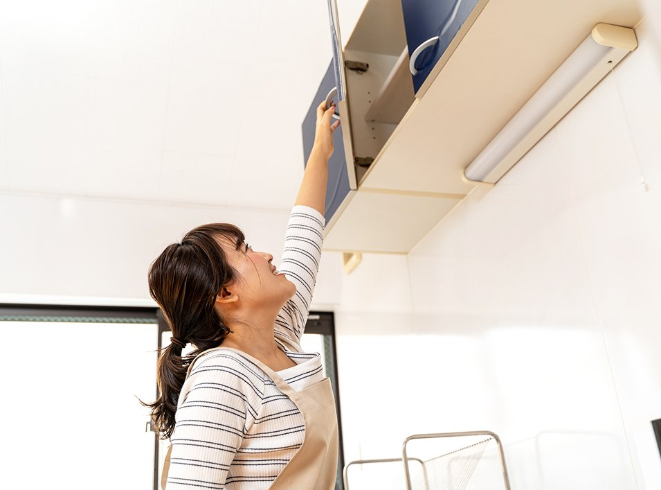 キッチンの「昇降式」吊り戸棚について考えてみる