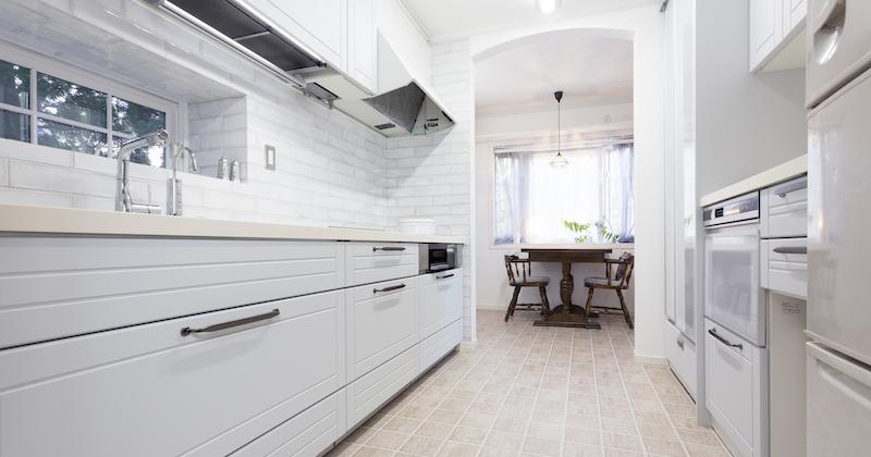 キッチンが明るくなって気分一新! 驚きの収納力で料理が楽しく サムネイル画像