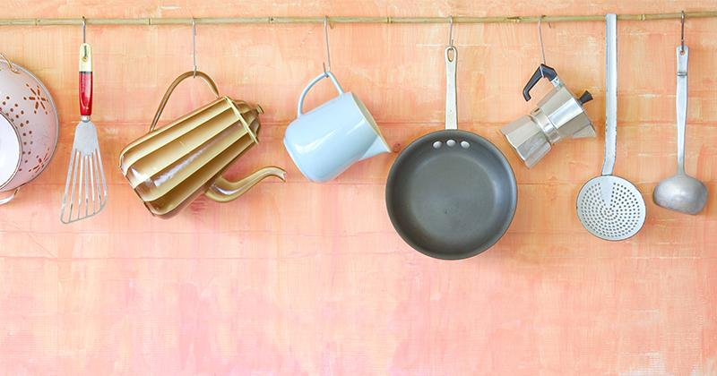 フライパンや鍋が出し入れしやすい!キッチンツールの収納アイデア5選 サムネイル画像